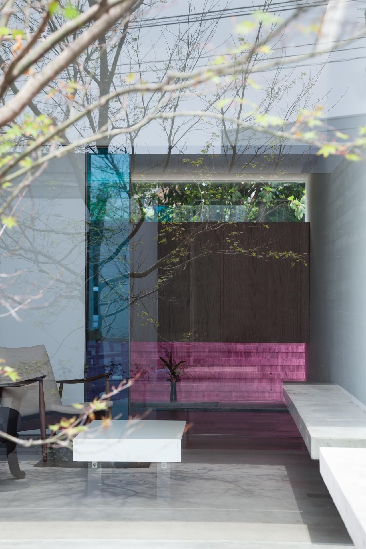 カラーガラスの家
